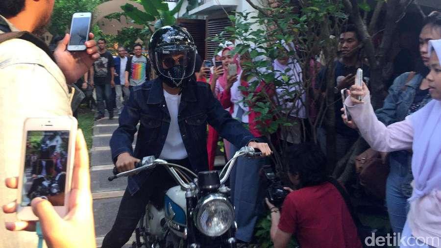 Perankan Dilan, Iqbaal CJR Jadi Anak Motor