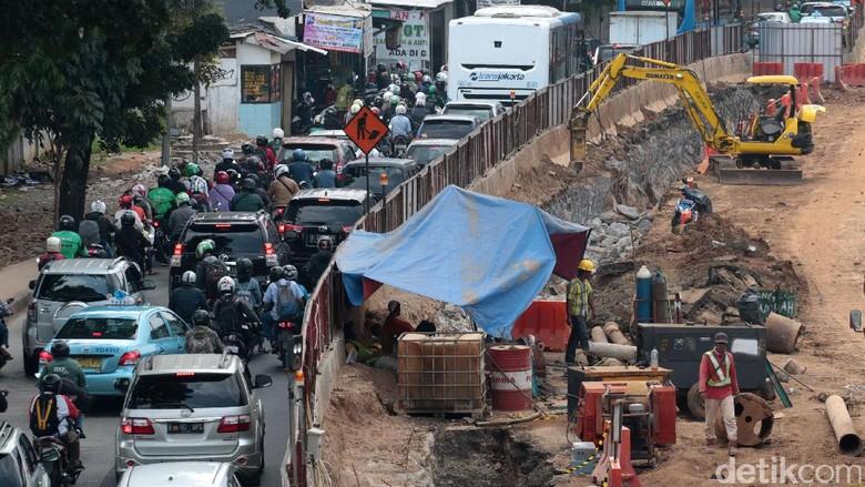 Begini Wajah Proyek yang Berdampak Kemacetan di Seputaran Mampang