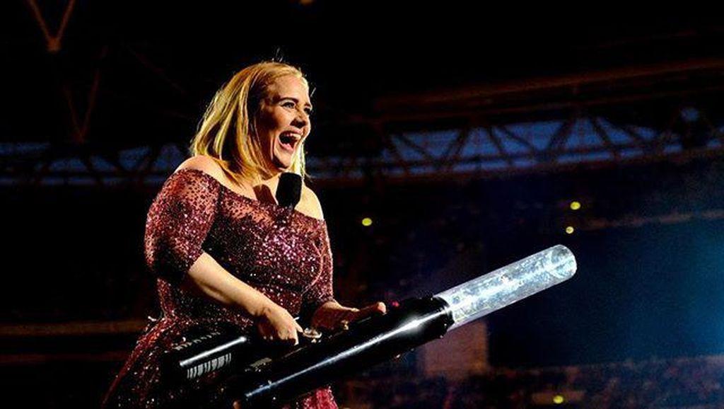Cerai dari Suami, Adele Siap Cari Pasangan Baru
