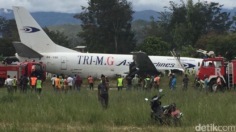 Penampakan Pesawat Boeing Tri MG Asia yang Tergelincir di Wamena