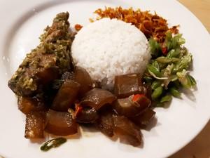 Warung Pickers: Makan Nasi Rames Komplet Plus Es Kopi Susu di Warung Kekinian