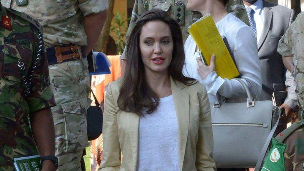 Angelina Jolie Temui Para Pengungsi Rohingya di Kamp Bangladesh