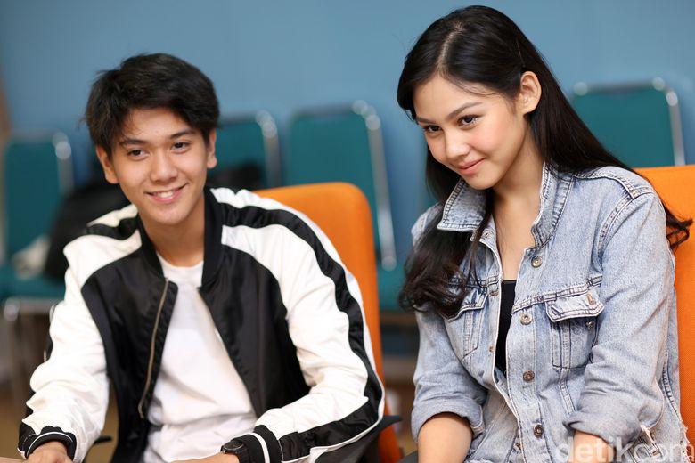Iqbaal bersama Vanesha Prescilla saat berkunjung ke kantor detikcom, Tendean, Jakarta Selatan belum lama ini.