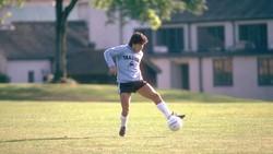 Bertubuh pendek atau mungil tak menghalangi para pesepak bola ini mencetak sejarah dan prestasi. Bahkan mereka bisa manfaatkan kekurangan jadi kelebihan.