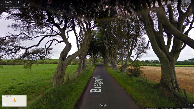 Masih tentang Kings Landing, ada Kingsroad, yaitu jalan yang harus dilewati untuk menuju ke ibu kota Westeros itu. Kingsroad ini diambil gambarnya di The Dark Hedges, Irlandia Utara (dok Google Street View) (dok Google Street View)