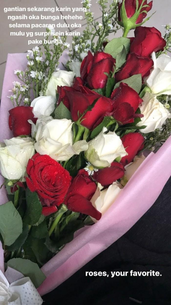 Bunga Mawar Merah Dari Awkarin Untuk Oka Mahendra