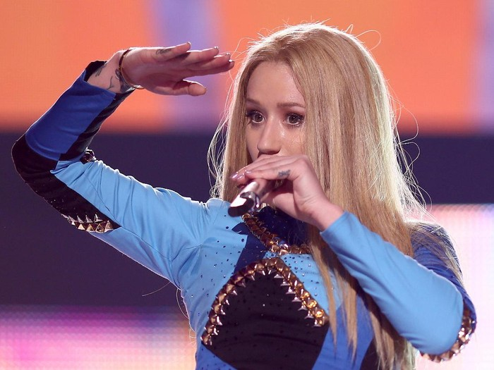 MIAMI, FL - DECEMBER 21:  Iggy Azalea performs onstage during Y100s Jingle Ball 2014 at BB&T Center on December 21, 2014 in Miami, FL.  (Photo by Larry Marano/Getty Images for iHeartMedia)