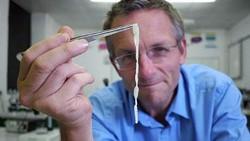 dr Michael Mosley pada tahun 2014 lalu sengaja bereksperimen menelan telur cacing pita. Ia ingin tahu apakah sang parasit bisa membantu menurunkan berat badan.
