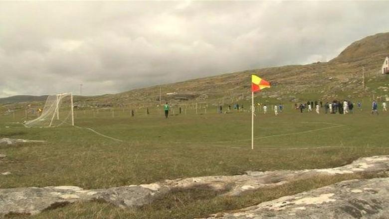 Lapangan bola Eriskay di Skotlandia (BBC)