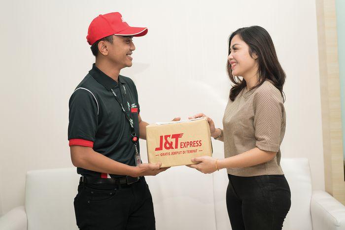 Ilustrasi barang dikirimkan ke konsumen (Foto: Dok. J&T Express)