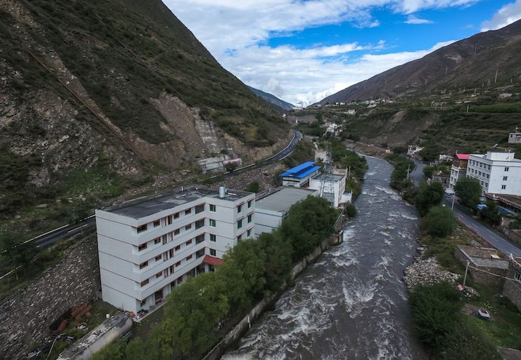 Ini adalah lokasi penambangan bitcoin terbesar di China yang berlokasi di provinsi Sichuan. Mungkin juga terbesar di dunia. Bitcoin masih bisnis abu-abu, namun banyak yang secara diam-diam menjadi pengusah Bitcoin. Foto: Next Shark