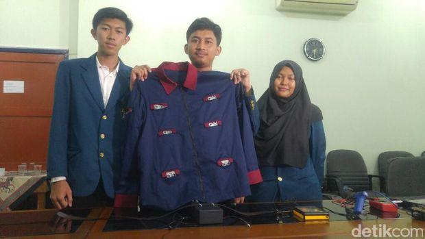Mahasiswa Undip Ciptakan Jaket untuk Memandu Tuna Netra
