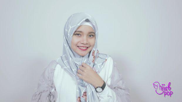 Tutorial hijab printed scarf.