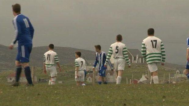 Lapangan ini diakui oleh FIFA loh (BBC)