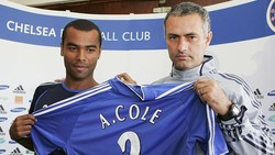 Tanda-tanda Keruntuhan Arsenal Picu Kepergian Ashley Cole