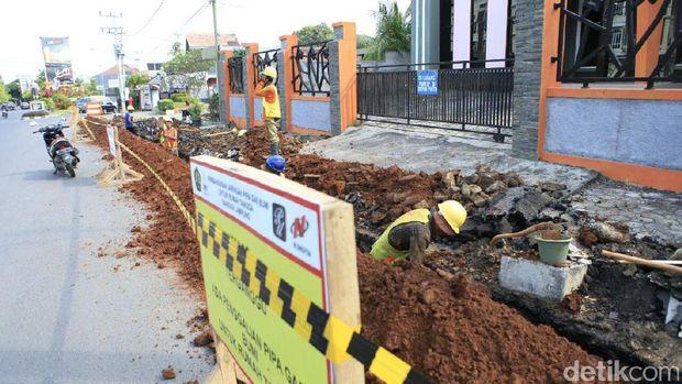Pengerjaan jaringan gas di Bandar Lampung