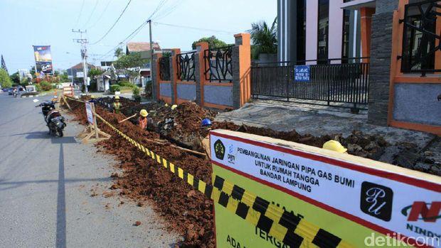 Pengerjaan jaringan gas PGN di Bandar Lampung