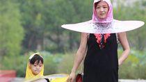 Aneh atau Kreatif? Jas Hujan Sekaligus Payung Buatan China