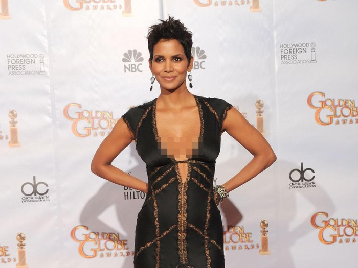 BEVERLY HILLS, CA - JANUARY 17:  Actress Halle Berry poses in the press room at the 67th Annual Golden Globe Awards held at The Beverly Hilton Hotel on January 17, 2010 in Beverly Hills, California. (Photo by Kevin Winter/Getty Images)