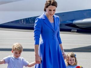 Keluarga Kate Middleton Kompak Berbaju Biru Saat Tiba di Jerman