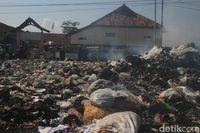 Siswa SD dRancaekek Bandung Ini Terpaksa Belajar dengan Aroma tak Sedap