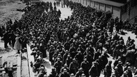 Pada tahun 1940 para tentara yang berhasil dievakuasi dari Dunkirk sebelum tiba di Inggris. Topical Press Agency/Getty Images/detikFoto.