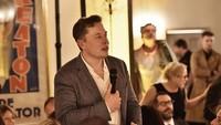 Tangan Emas Elon Musk Bikin Tesla Melesat