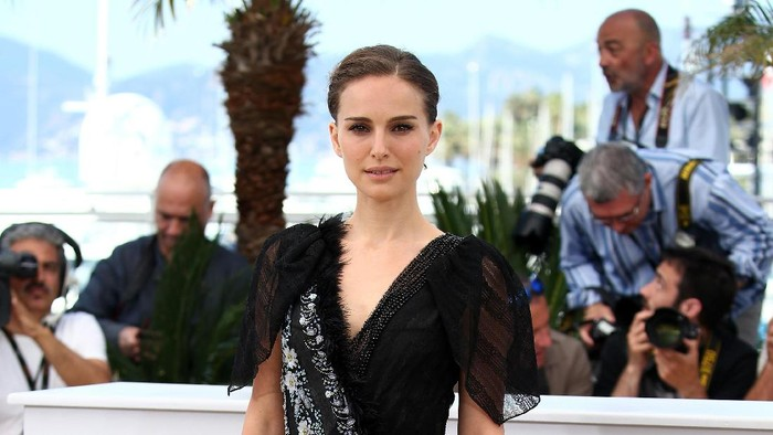 Natalie Portman minta maaf pada Jessica Simpson. Foto: Getty Images