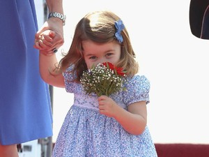 Siapa yang Mau Menemani Putri Charlotte Bermain?