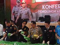 Pakai Rompi Bea Cukai, Sri Mulyani Saksikan Sabu 1 Ton