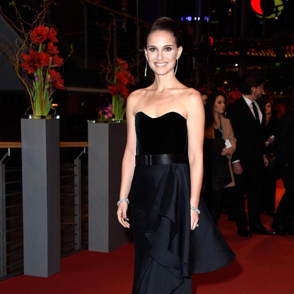 Main Lagi di Thor, Natalie Portman Kini Jadi Dewi Petir
