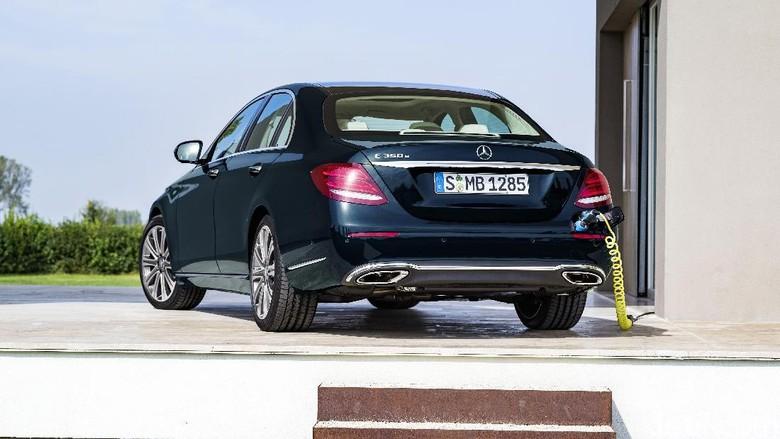Mercy menampilkan E 350 e di GIIAS (Foto: Mercedes-Benz)