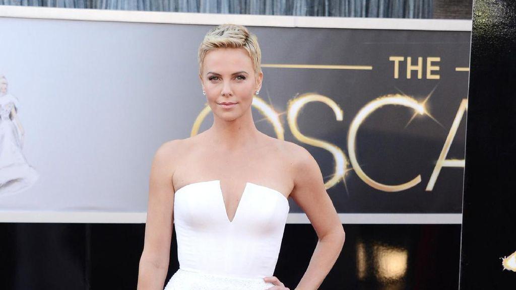 Pacaran dengan Brad Pitt, Hubungan Charlize Theron-Jolie Disebut Buruk