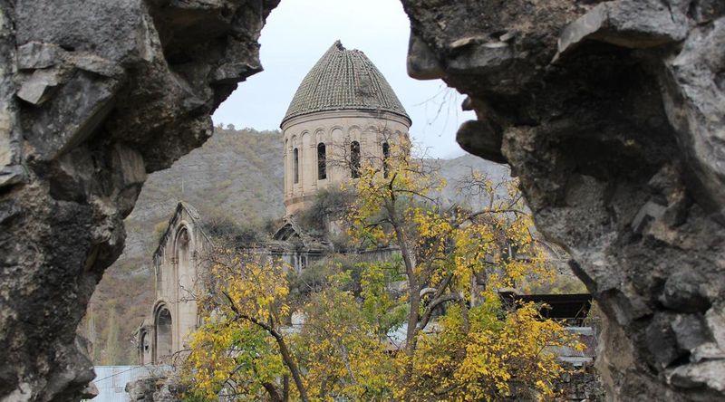 Berada di daerah timur laut Turki yang terpencil, kastil ini bernama Tao-Klarjeti. Tao-Klarjeti merupakan kastil yang di perintah oleh Kerajaan Bagrationi dari Georgia selama abad 12-13. Berada di antara Pegunungan Kackar, kastil ini menjadi harta karun di perbatasan Turki-Georgia (Emma Harper/BBC)