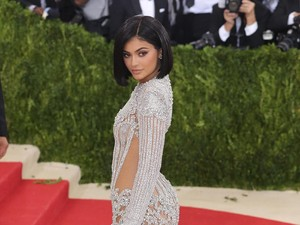 Kylie Jenner Kabarnya Akan Melahirkan 2 Bulan Lagi