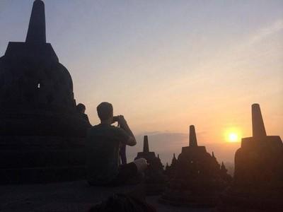 Liburan Ala Bos Facebook, Dari Borobudur Sampai Tanah Abang