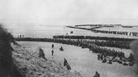 Setelah kalah dari Jerman, ribuan tentara mengantre untuk menunggu evakuasi dari Dunkirk. Fox Photos/Getty Images/detikFoto.