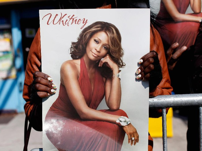 NEWARK, NJ - FEBRUARY 18:  Fans mourn at the funeral service for Whitney Houston on February 18, 2012 in Newark, New Jersey. Whitney Houston was found dead in her hotel room at The Beverly Hilton hotel on February 11, 2012.  (Photo by Allison Joyce/Getty Images)