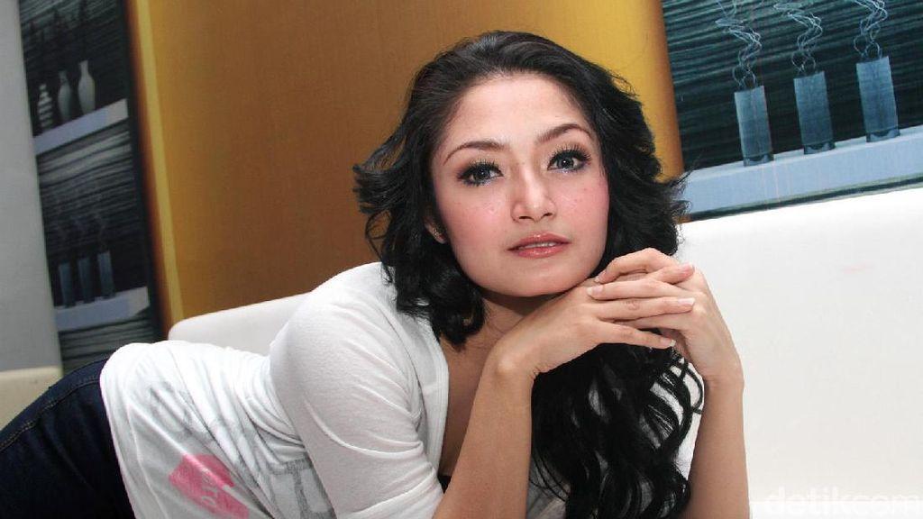 Siti Badriah Ogah Disebut Geser Popularitas Via Vallen