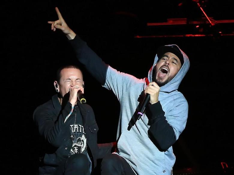 Berita Hasil Autopsi Chester Dianggap Keliru, Mike Shinoda Keberatan