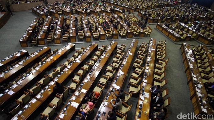 Paripurna DPR mengesahkan RUU Pemilu dengan presidential threshold 20 persen. Begini suasana rapat paripurna yang diwarnai aksi walk out Fraksi PAN, Demokrat, Gerindra, dan PKS.