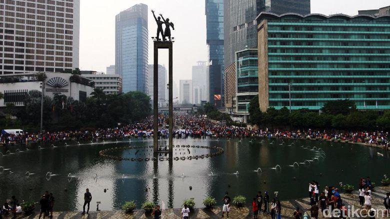 Dinas Pertamanan dan Pemakaman DKI Jakarta berencana menata ulang air mancur di Bundaran Hotel Indonesia HI, Jakarta Pusat. Rencananya perbaikan itu akan dimulai tahun depan. Landmark tugu selamat datang itu banyak pompa airnya yang rusak sehingga menyeba