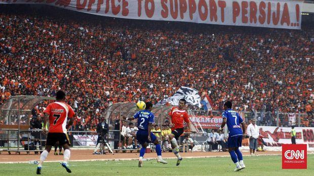 Rivalitas suporter Persija dan Persib kerap berujung kericuhan.