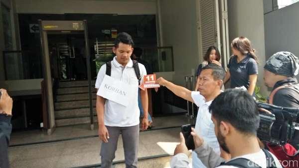 Polisi Gelar Rekonstruksi Perampokan Sadis di SPBU Daan Mogot