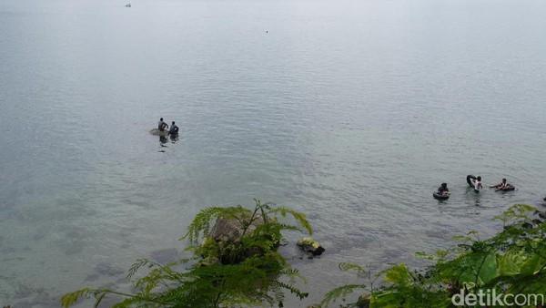 Pastinya berlibur di Danau Ranau bisa jadi pilihan tepat untuk menghabiskan akhir pekan. Berbagai sisinya juga cantik buat foto-foto (Kurnia/detikTravel)