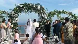 Love is in the Air! Kevin Aprilio dan Pacar Peluk-pelukan