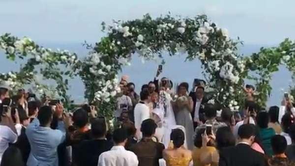 Foto-foto Pernikahan Sammy Simorangkir dan Viviane di Bali