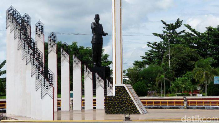 Tugu di kota Palangka Raya/Foto: Eduardo Simorangkir