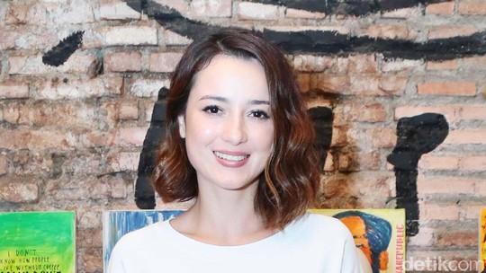 Tawa Julie Estelle yang Hangatkan Dinginnya Jakarta Akhir Pekan