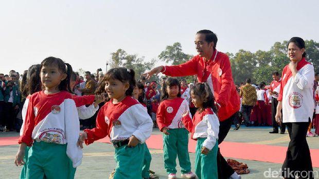 Jokowi saat menghadiri peringatan Hari Anak Nasional.